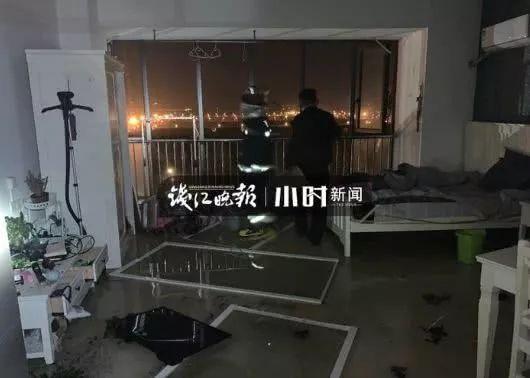 【爆炸】下沙一小區高層今天凌晨發生煤氣轟燃,窗戶都炸沒了!_公寓