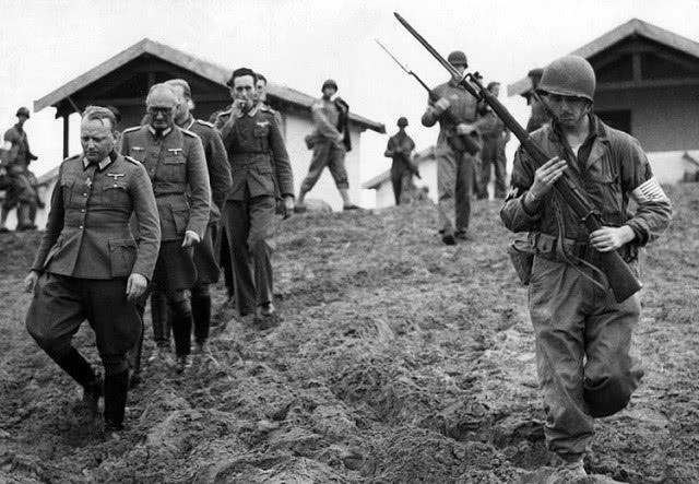 二战此国主动投降遭拒绝,愤怒反击,2小时打赢对手击毁79辆坦克_日本