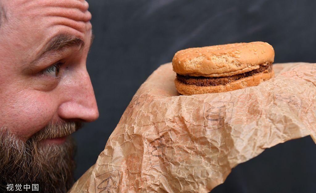澳大利亚男子保存麦当劳汉堡25年如今依然完好