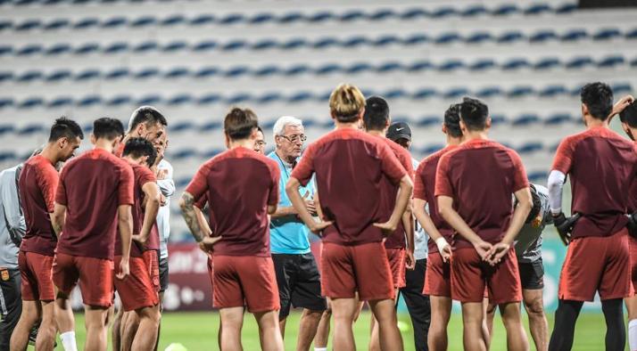 中国男足战绩差气走里皮,铁腕教练马加特是最合适的新帅人选_国足