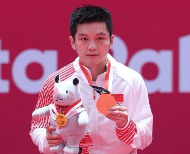 樊振東4-0吊打日本冠軍,4-2完勝18歲天才,半決賽迎戰前世界第一_林昀儒