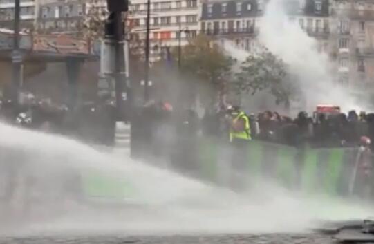 2010年思想汇报范文法国黄马甲暴力示威 警方用水
