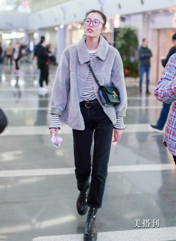 造型超A!刘雯穿羊羔绒外套走机场,硬生生走出了T台的感觉