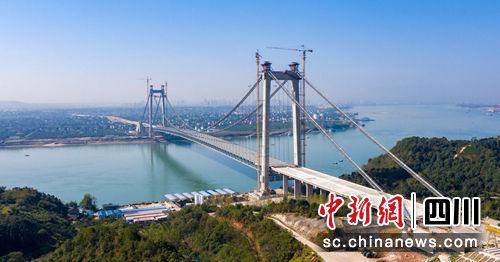 四川路桥承建的白洋长江公路大桥合龙