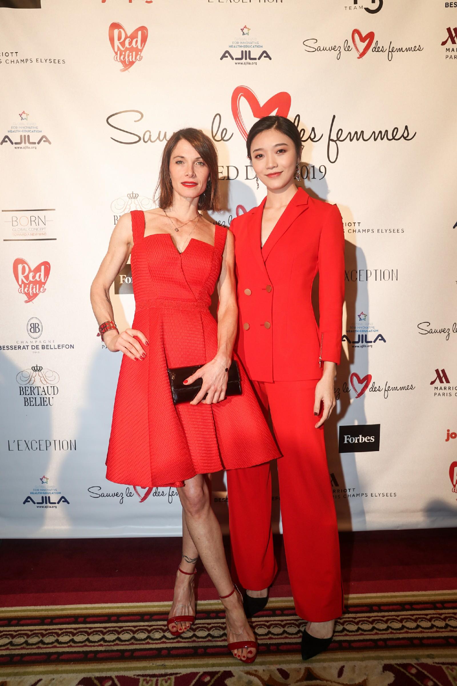 时尚盛事reddéfilé首迎亚洲面孔这个红衣女孩她是谁