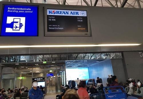 德国法兰克福机场两架飞机相撞后续航班延误21小时