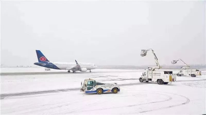 受台风巴维影响,吉林长春机场打消了85个航班