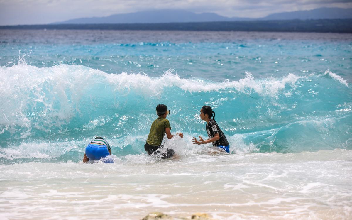 上岛要交钱,涂防晒霜要罚钱,这个潜水胜地吸引众多游客来买单