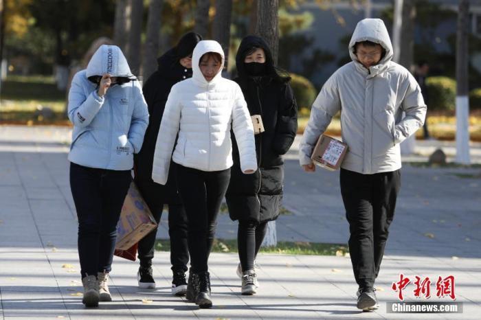 """气温遭冷空气""""腰斩"""" 中东部多地气温创下半年新低_大部地区"""