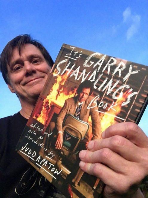 金·凯瑞晒出和盖瑞·山德林回忆录合影:我看哭了_拉里·桑德斯