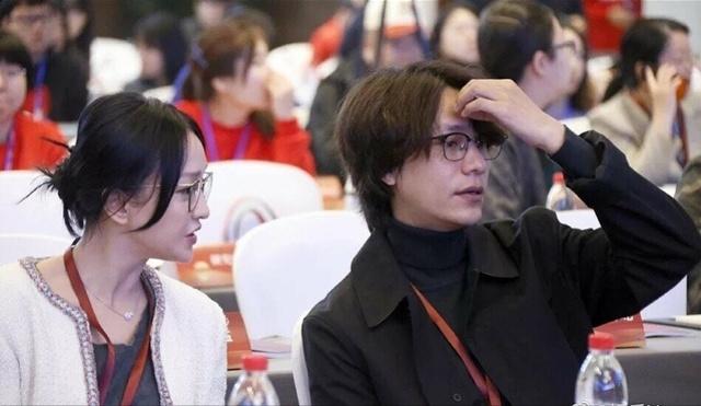 """周迅陈坤老友合体,网友点赞:""""两个绝美眼镜大佬"""""""