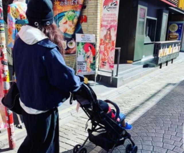 张柏芝庆祝三胎周岁生父未出现依然是谜,却突然致谢神秘男背影