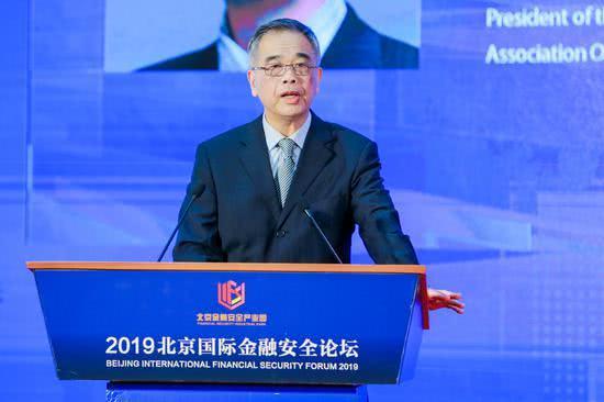 中国互联网金融协会会长:金融监管既要拦得了灰犀牛也要拦得住黑天鹅