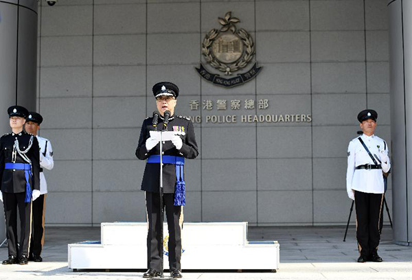 """香港警队""""一哥""""更迭:邓炳强将接替卢伟聪"""
