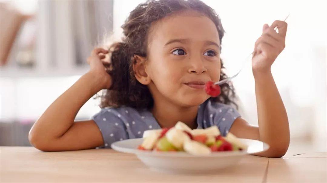 """孩子吃饭慢,遭幼儿园老师""""特殊对待"""",新手妈妈如何应对?"""