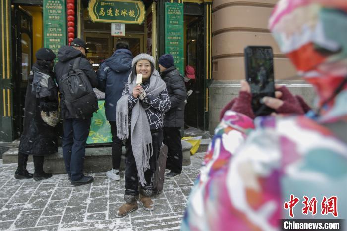 """黑龙江暴雪来袭:游客""""以雪为令""""赏冬景 图2"""