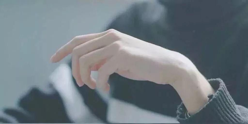 [精彩]林允都爱的神仙护手霜,涂完滑溜溜,感觉双手像丝绸!