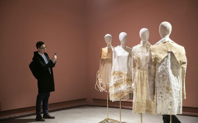 文化根植 科技融合 时尚玩味,首届国际可穿戴艺术展诠释 进化的特征