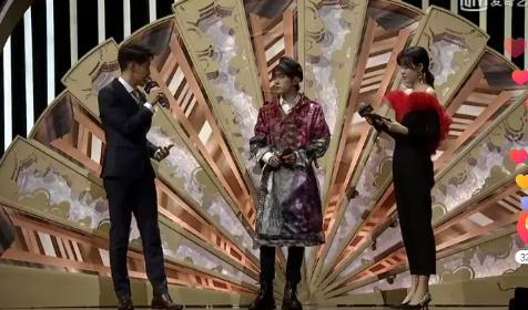 千玺和火箭少女表演时台下嘉宾表情对比好明