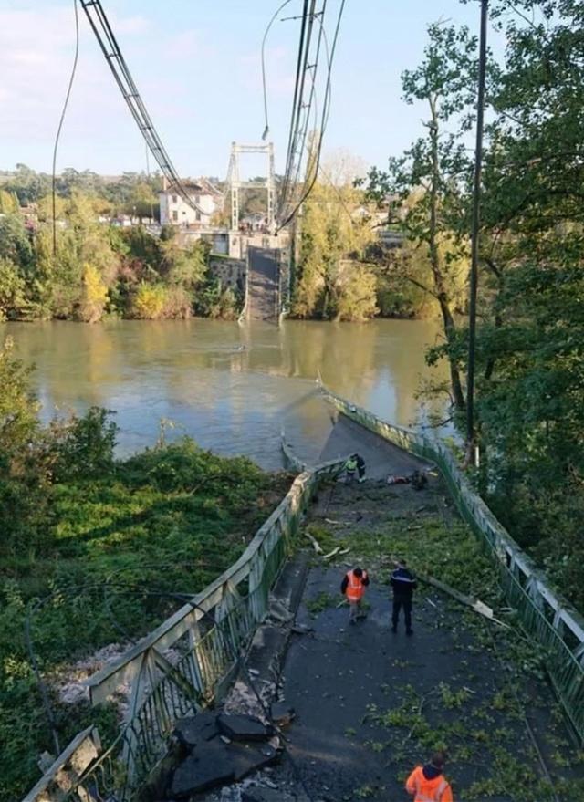 突发!法国吊桥坍塌多车掉水,一女孩丧生数人失踪