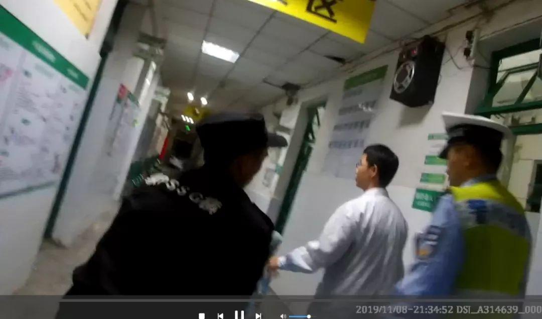 南安:男子突然窜出,奔驰女紧急刹车!接下