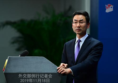 中国留韩学生撕毁支持香港示威大字报 外交部给出三点回应
