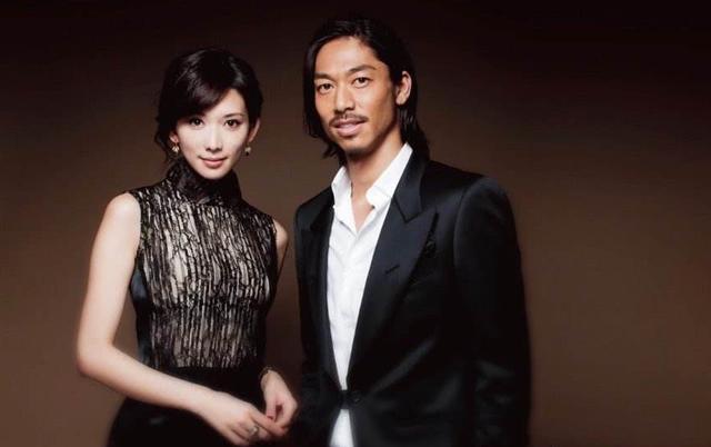 小S祝福林志玲结婚变劝退演艺圈,她结婚十多年生三胎却没退圈