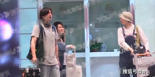 演員王傳君與齊溪疑似戀情曝光,深夜同處一室,女方剛離婚兩月