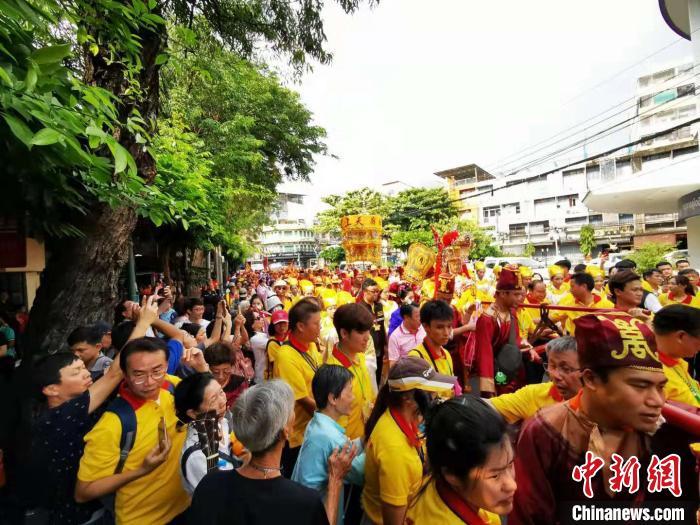 湄洲妈祖巡安曼谷民众狂欢