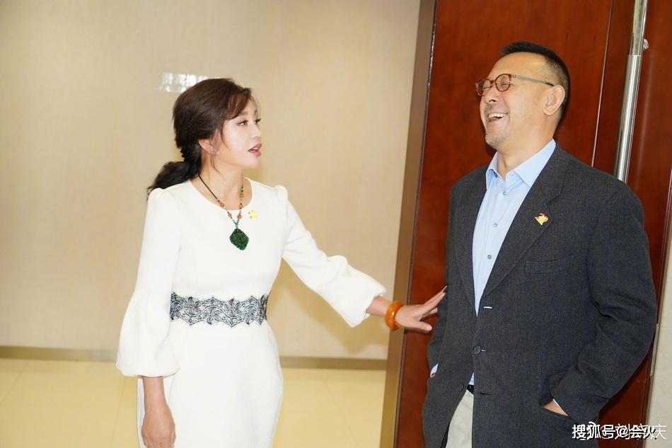 舊情人25年后再同框!姜文劉曉慶深情對視,和看老婆眼神太不同