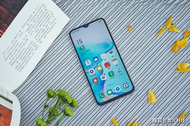 年底了没有钱买好手机不用担心,国产这三款千元机一样很优秀