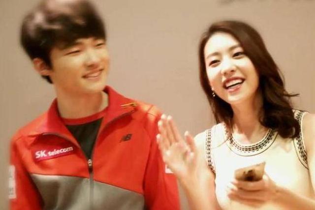 Faker不愧是LOL排面,韩国女团也是他的粉丝,还曾送过他巧克力