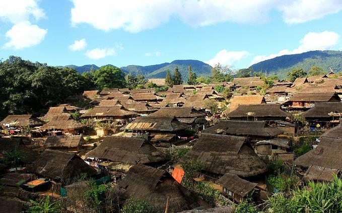 """缅甸""""奇葩""""古村落:女人从小就""""毁容""""?寻找伴侣靠烟卷"""