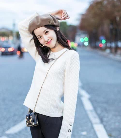 原创章泽天庆生,将女儿原画做成项链戴在心上很温馨,只字未提刘强东