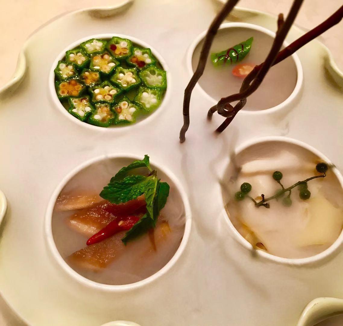 中国人的爱注定与厨房无法分离,北京挂炉烤鸭的美味却在厦门落定!