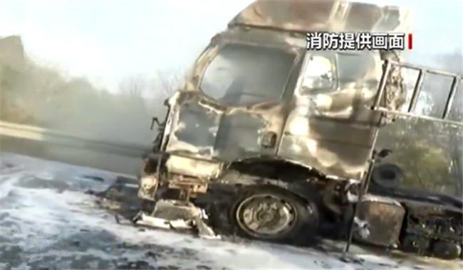 """多为""""双十一""""快递!载有9吨多货物的车在高速上发生火灾"""