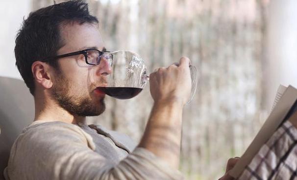 男人喝红葡萄酒的五大好处!但要适量喝