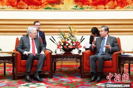 王毅会见比利时副首相兼外交大臣雷德尔斯