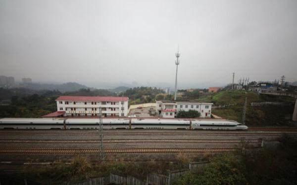 原创            重庆最小火车站:只有6名职工,连售票厅候车室都没有