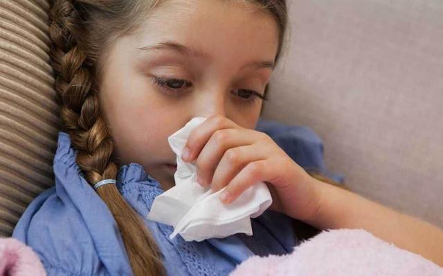 原创央视曝光:优质纸巾变毒面巾,很多家长成箱购买,坑娃没商量