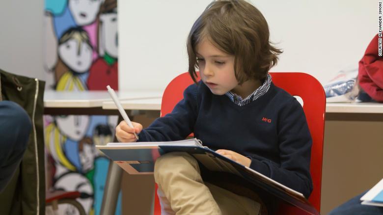 4岁上小学,6岁上高中,比利时9岁男孩即将大学毕业_中欧新闻_欧洲中文网
