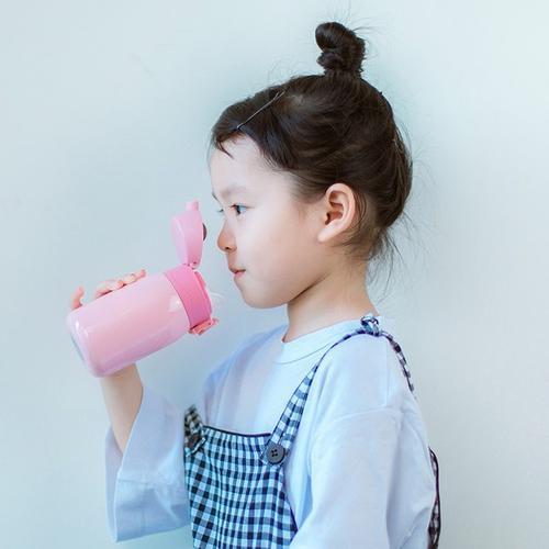 这种杯子已被央视拉入黑名单,内含重金属超标,父母快自查,速丢