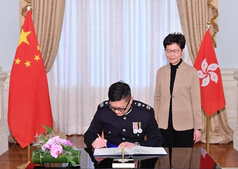 香港新任警务处长邓炳强:支持同事执法 望香港恢复平静_暴力