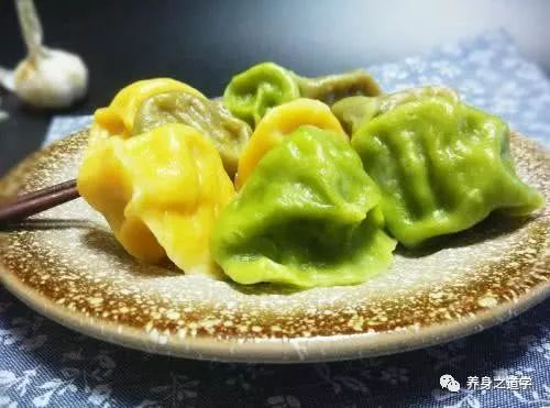 超市里卖的速冻饺子,到底能不能吃?寒冬时节吃饺子,别犯错误