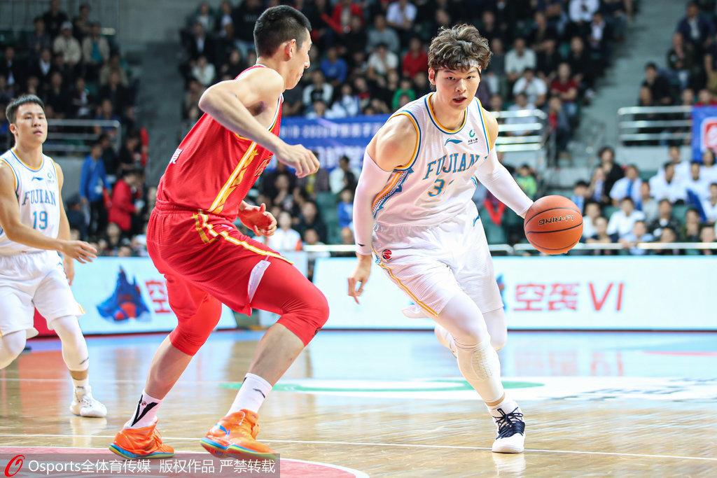王哲林23+12领6人得分上双 福建主场21分大胜八一