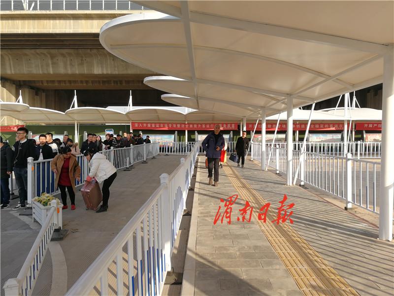 渭南北站有了旅客乘坐公交专用通