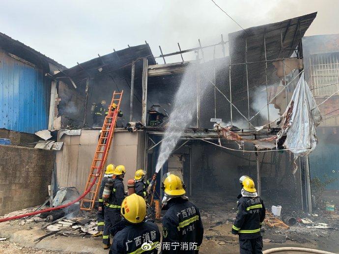 南宁一在建工地工人电焊作业引发火灾,致2死