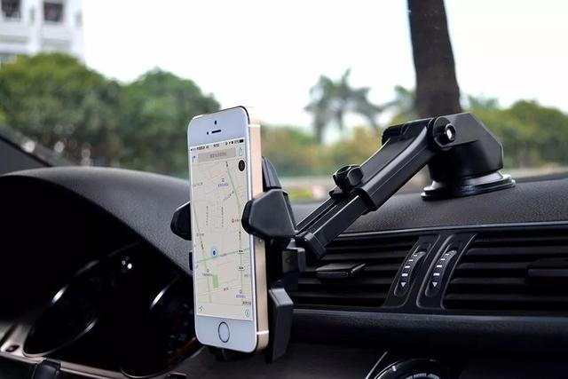 语音控制的智能车机功能丰富?车主:还是手机更好用丨爆点