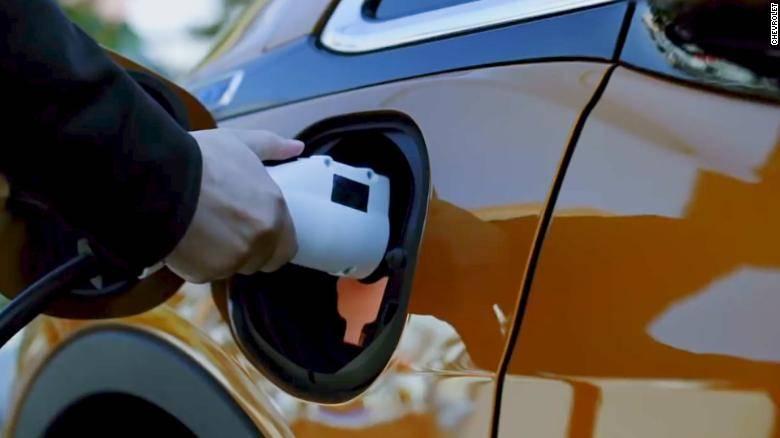 美国电动车越来越多,加油站开始转型快递站了