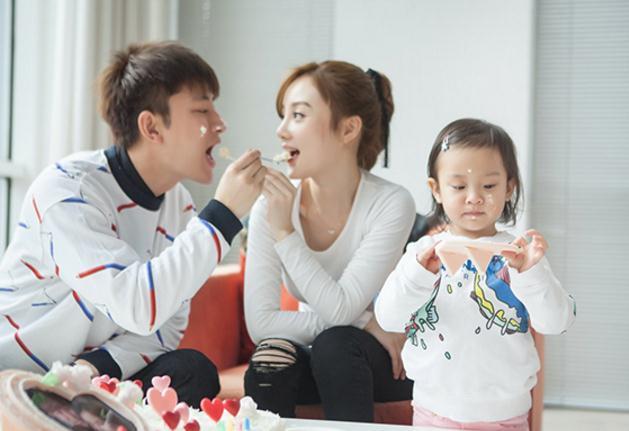 原创            贾乃亮李小璐宣布离婚后,